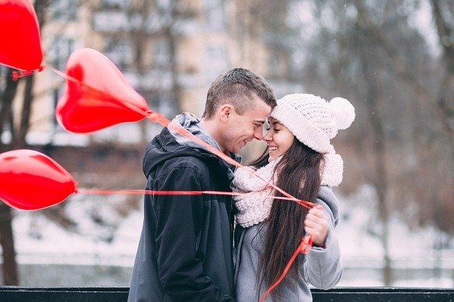 влюбленные с шарами